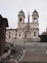 Escadarias da Piazza di Spagna (Spanish Steps) e o obelisco.